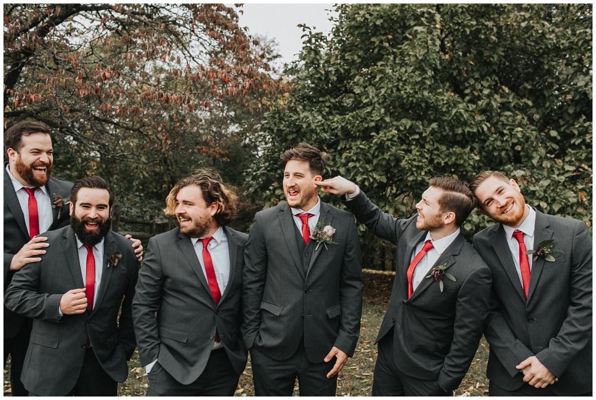 groomsmen fun photos